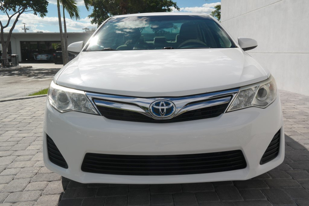 Pre-Owned 2013 Toyota Camry Hybrid LE
